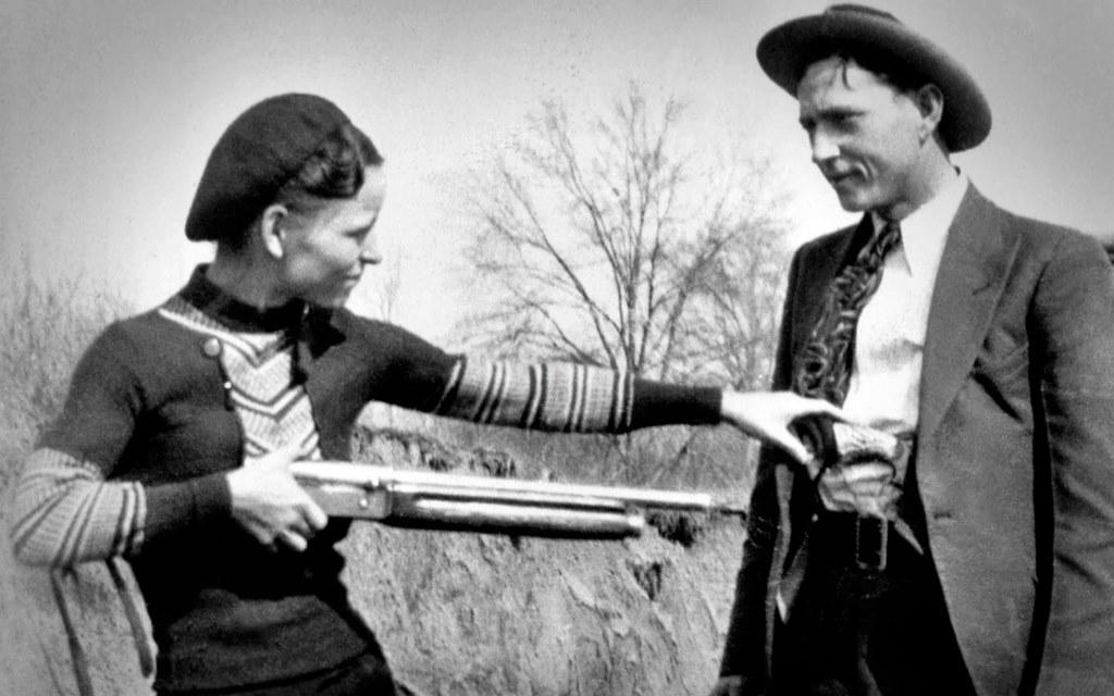 Bonnie & Clyde: Amor, tiros y muerte en un Ford V8 Modelo B