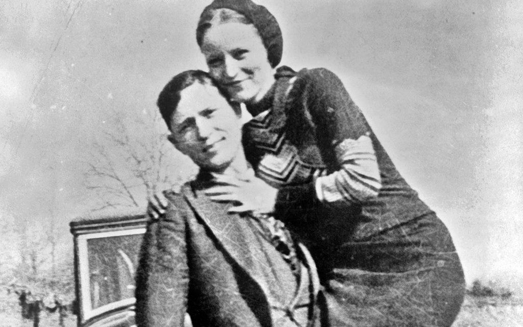 Bonnie & Clyde: Amor, tiros y muerte en un Ford V8