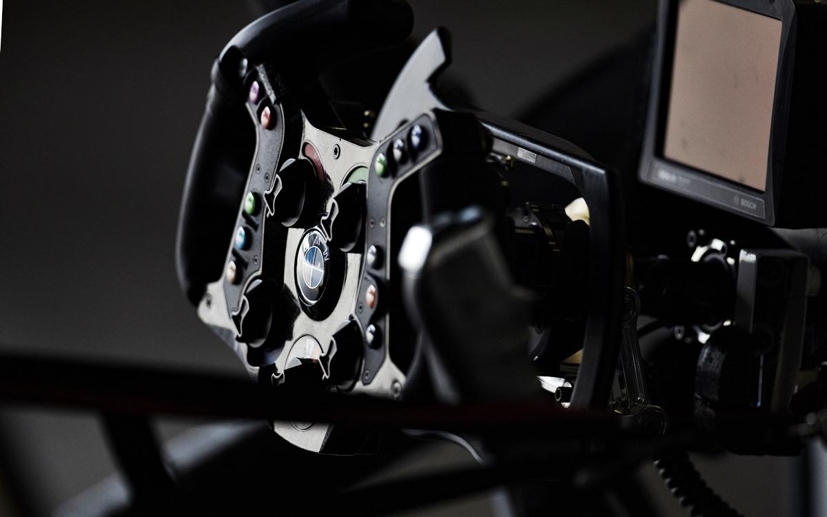 Los sistemas de conducción adaptados que le permiten a Alex Zanardi correr en las 24 Horas de Daytona