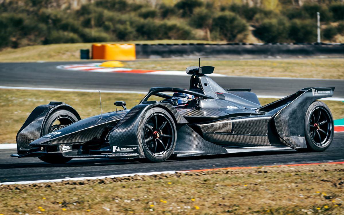 El Mercedes-Benz Silver Arrow EQ 01 salió a la pista