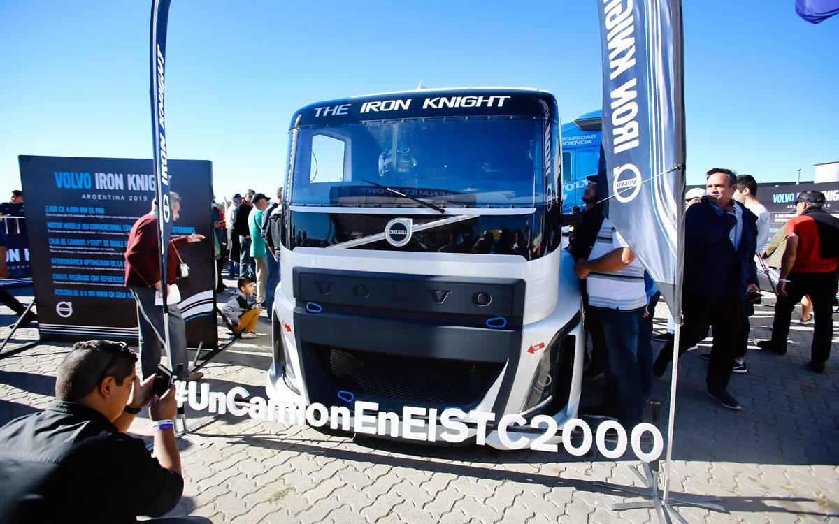 El Volvo Iron Knight hizo vibrar el pavimento del autódromo de Alta Gracia