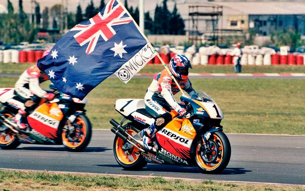 ¿Quiénes lograron las 300 carreras de Honda en la clase reina del Mundial de Motociclismo?
