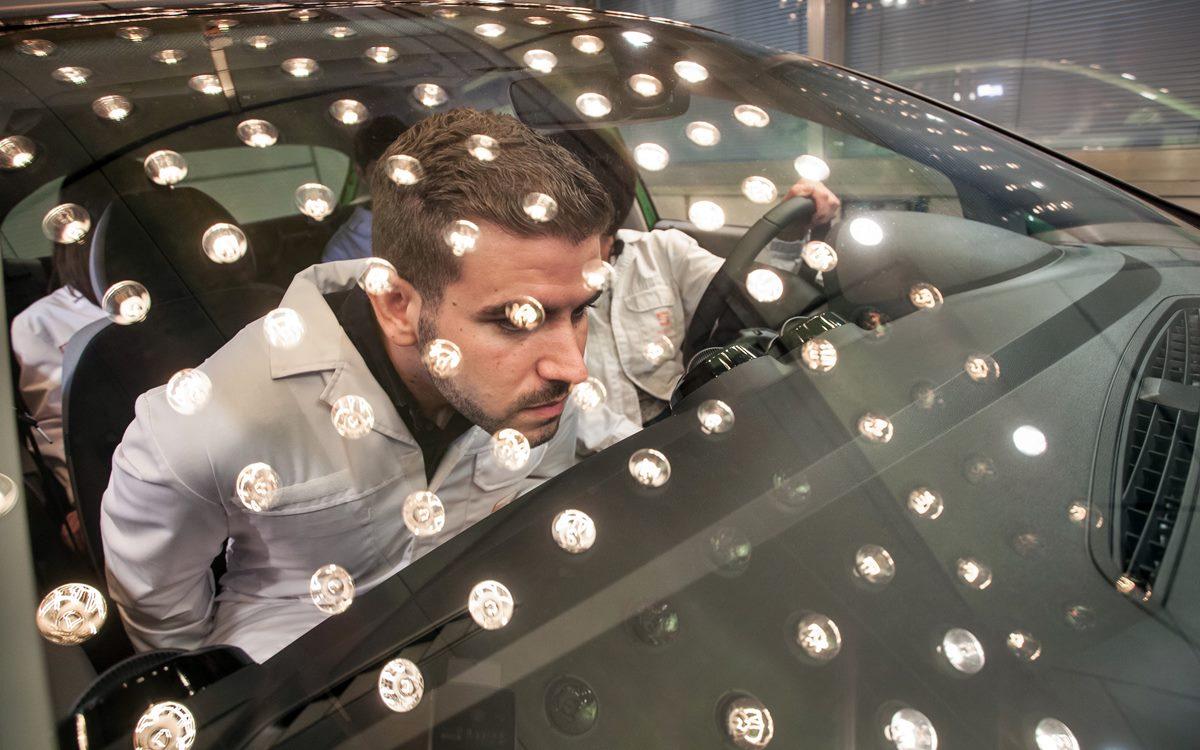 ¿Por qué un auto nuevo tiene olor a nuevo?