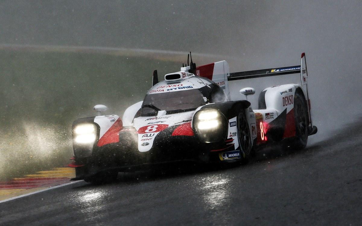 Alonso, Buemi y Nakajima al tiro del título del WEC tras una carrera que tuvo hasta nieve
