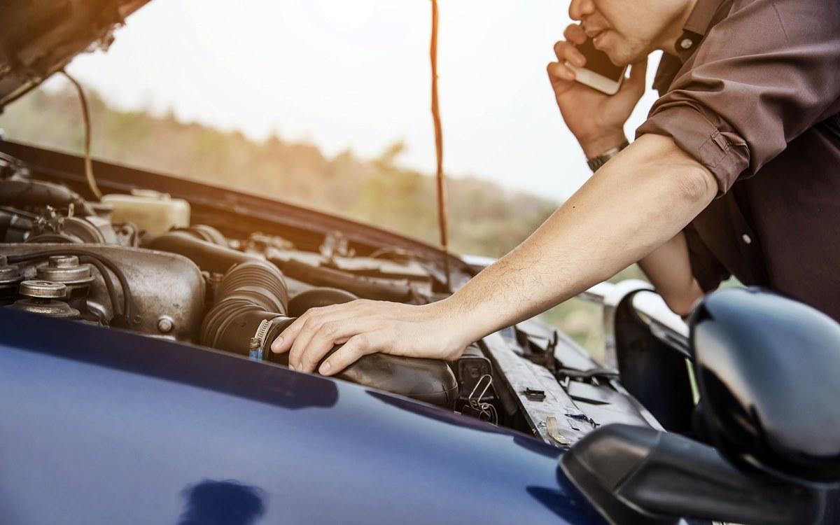 ¿Qué herramientas se deben llevar en el auto?