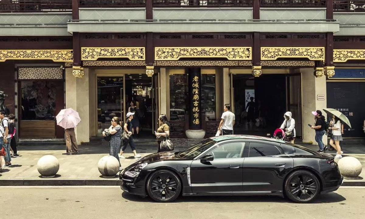 El Porsche Taycan de visita en Shanghái