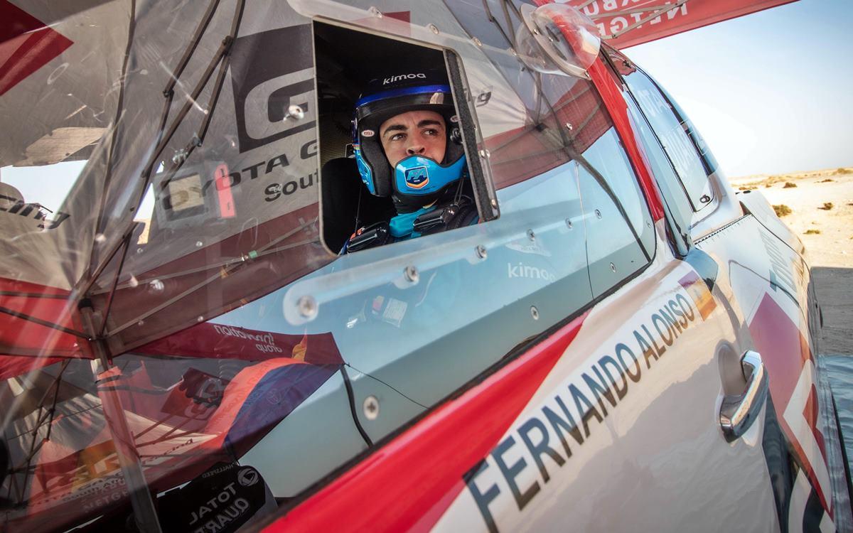 Fernando Alonso con el modo Dakar activado