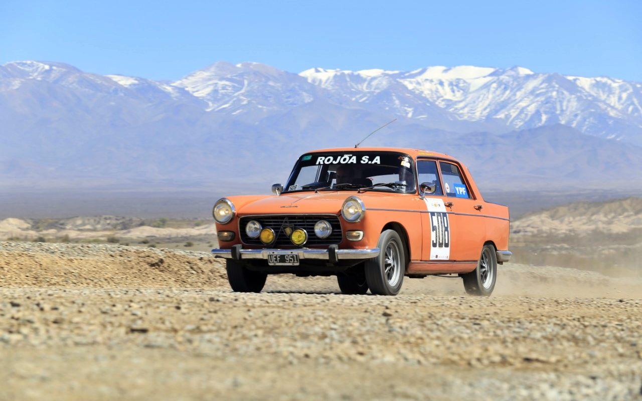 Un Peugeot 404 nuevo líder del Gran Premio Argentino Histórico